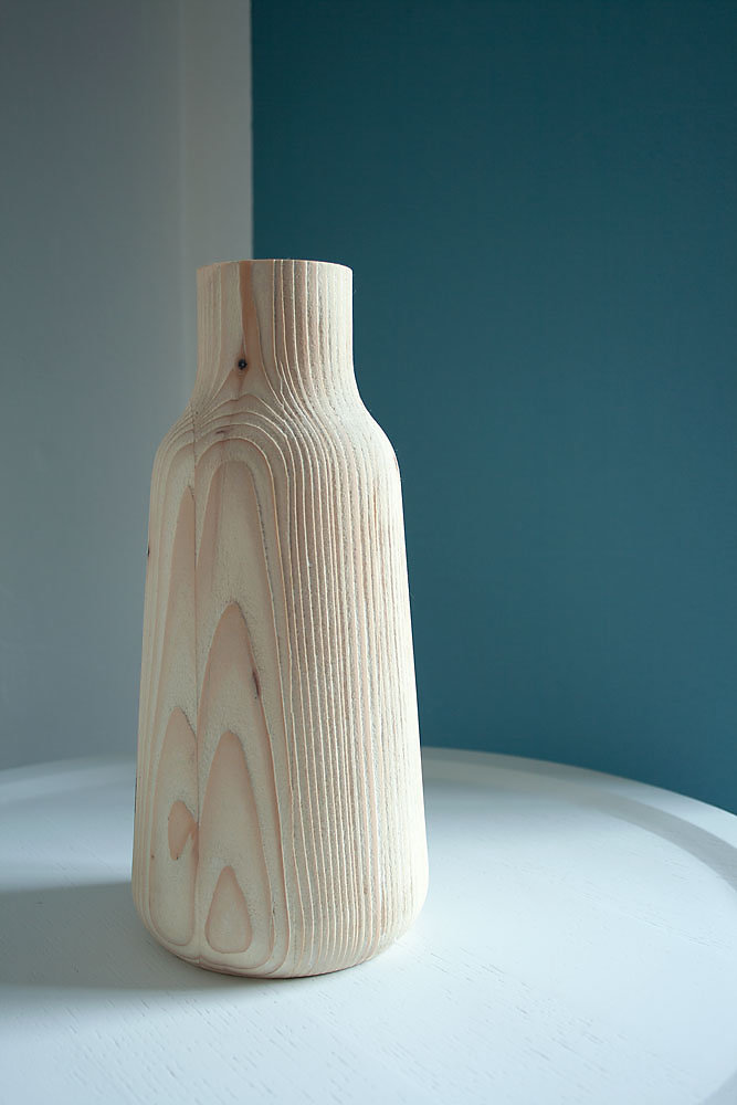 freya-holzvase-sandblasted-detail-zitaproducts.jpg